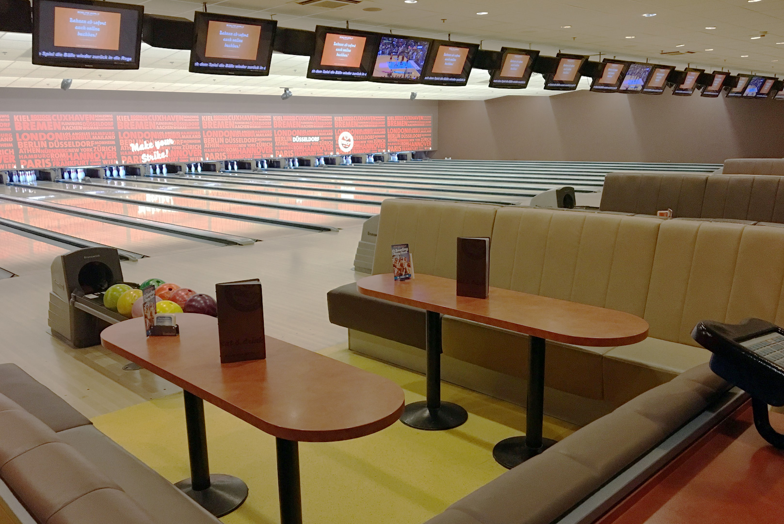 B8 Center Düsseldorf Bowling